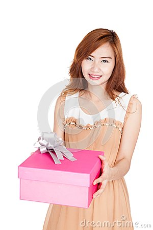 how to give a gift to a girl