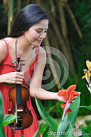 Free Asian Lady At The Botanic Gardens Royalty Free Stock Photography - 21639507