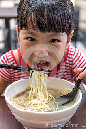 Free Asian Little Chinese Girl Eating Noodles Soup Stock Photography - 91952732