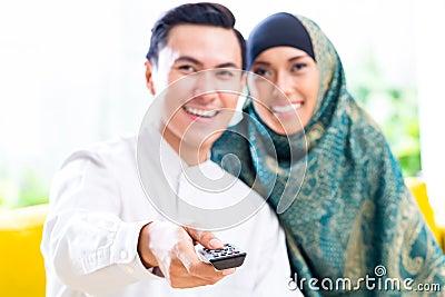 Asian Muslim Couple Sw...