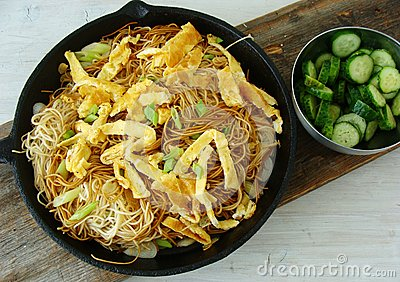Asian noodles with omelette strips