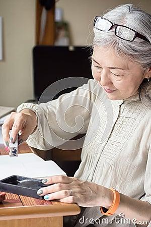 Free Asian Senior Woman Artist Using Suiteki And Sudzuri Royalty Free Stock Photos - 73887578