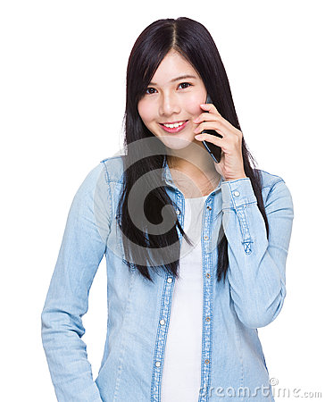 Free Asian Woman Talk To Cell Phone Royalty Free Stock Image - 46576596