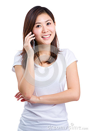 Free Asian Woman Talk To Mobile Phone Stock Image - 43189161