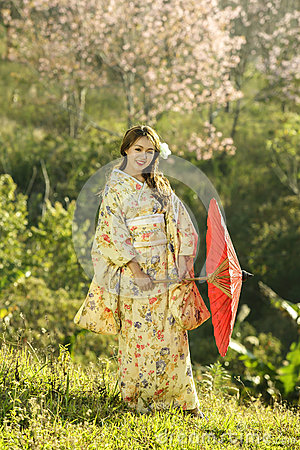 Free Asian Women Wearing Traditional Japanese Kimono And Red Umbrella Stock Photos - 74004353