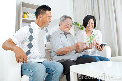 asiatische familie stockfoto bild 62334180. Black Bedroom Furniture Sets. Home Design Ideas