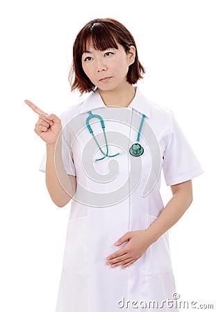 Asiatiskt kvinnligt peka för sjuksköterska