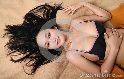 Asiatiskt sexigt ungt kvinnligt