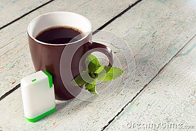 Ask av steviatablets och kaffe