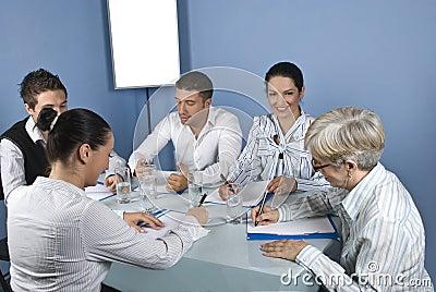 Asocia la reunión de negocios