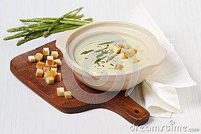Asparagus soup cream