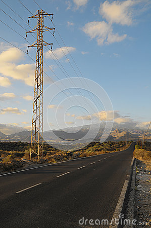 Asphalt Road in de Woestijn