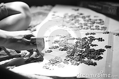 Assembling puzzle