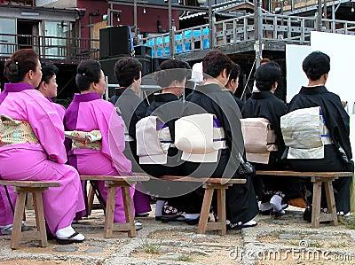 Assistance de Japonaise de femmes Image éditorial