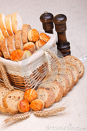 Assorted sliced bakery products and wheat