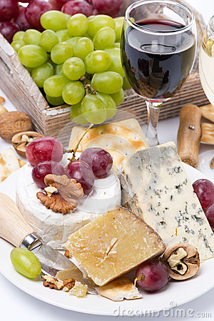 Free Assortment Of Cheeses, Glass Of Red Wine, Grapes And Crackers Royalty Free Stock Photos - 39796758