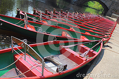 Assuma le barche sul fiume Nidd, Knaresborough, Regno Unito