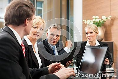 Asunto - reunión de las personas en una oficina