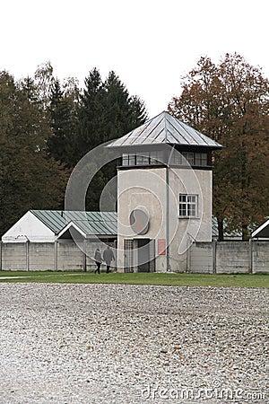 Atalaya en el campo de concentración de Dachau Fotografía editorial