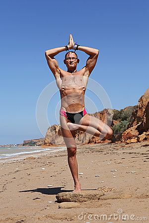 Free Athletic Build Young Man In Tree Yoga Pose Royalty Free Stock Photos - 27457868