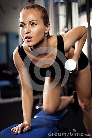 Free Athletic Lady Doing Workout With Weights Royalty Free Stock Photos - 49168808