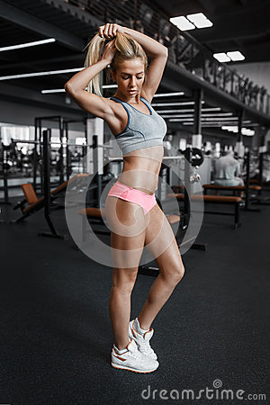 Free Athletic Young Sexy Blonde Girl Posing In The Gym And Stock Photos - 75230043