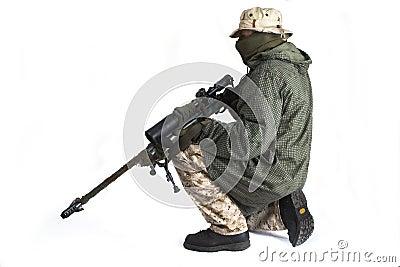 Atirador furtivo no casaco anti-IR