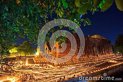 Atmosfeer in Boeddhismedag bij de tempel