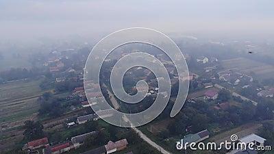 atmosferycznego zanieczyszczenia dymu r??nicy nagrzanie Pal?cy odchwaszcza na polu, dymi, uszkadza ?rodowisko, Jesie? czas, obsza zbiory