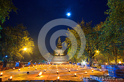 Atmosphäre am Buddhismustag am Tempel