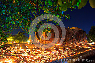 Atmósfera en día del budismo en el templo