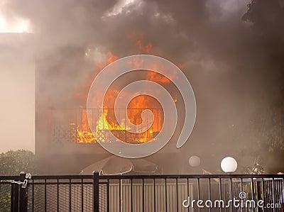 Atrapado en fuego Foto de archivo editorial