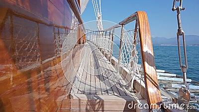Attirail de luxe de yacht pendant le voyage d'oc?an clips vidéos