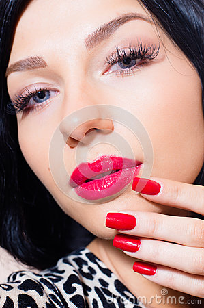 Free Attractive Girl, Tempting Brunette Beuatiful Young Woman With Blue Eyes, Long Lashes, Red Lipstick & Nails Looking At Camera Stock Images - 39768034