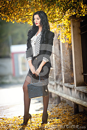 Free Attractive Young Woman In A Autumnal Fashion Shot. Beautiful Fashionable Lady In Black And White Outfit Posing In Park Stock Photos - 62685623