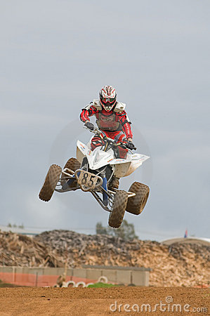 Atv skoku przez motocross jeźdźcem Fotografia Editorial
