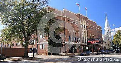 Auditorio conmemorativo William Bell en Augusta, Georgia 4K Es un lugar de eventos y centro comunitario metrajes