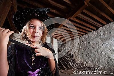 Aufgeregte junge Hexe