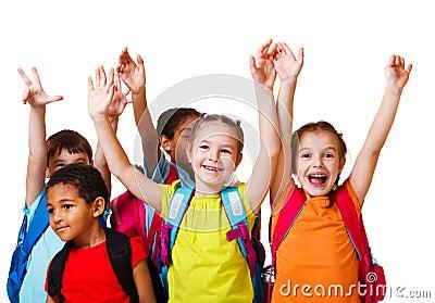 Aufgeregte Schule gealterte Kinder