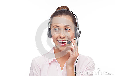 Aufrufmitteangestellter mit einem Kopfhörer