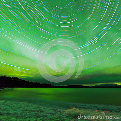 Free Aurora Borealis Startrails Frozen Lake Laberge Royalty Free Stock Photo - 39416585