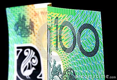 Australian cem notas do dólar no preto
