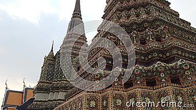 4.000 authentieke thaise architectuur in Wat Pho in Bangkok stock footage