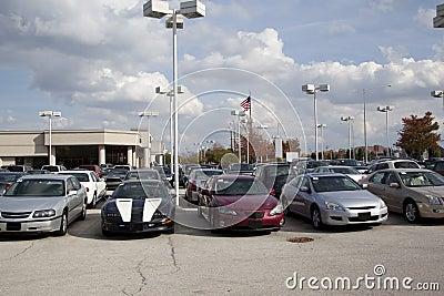 Auto_dealership_lot