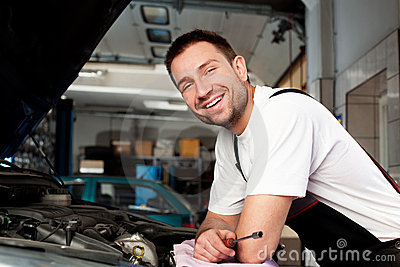 Auto mechanic based on car