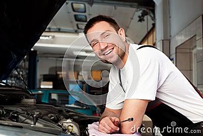 Auto mechanic based on car