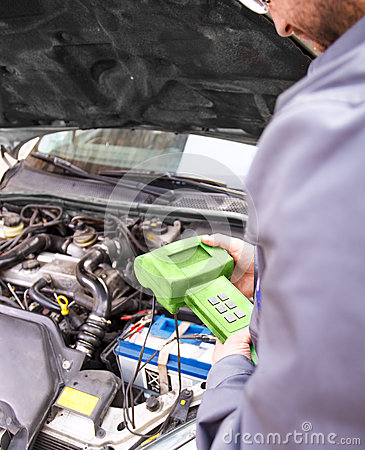 Free Auto Mechanic Testing The Electrical System On Automobile Stock Photography - 53610362