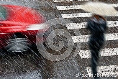 Auto met voetganger