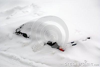 Auto na een sneeuwonweer