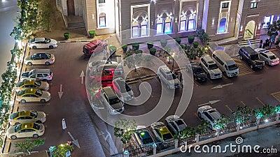 Auto's op parkeerplaats bij Al Rahim Mosque in Dubai Marina stock videobeelden